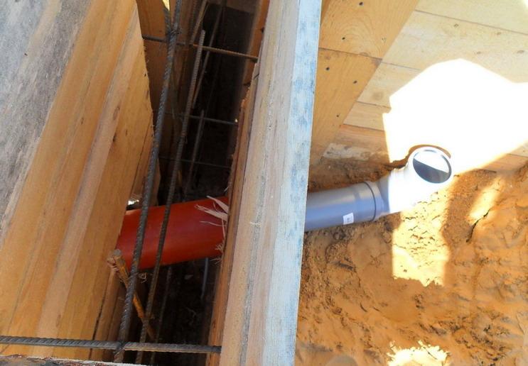 Вывод канализации из дома своими руками 10